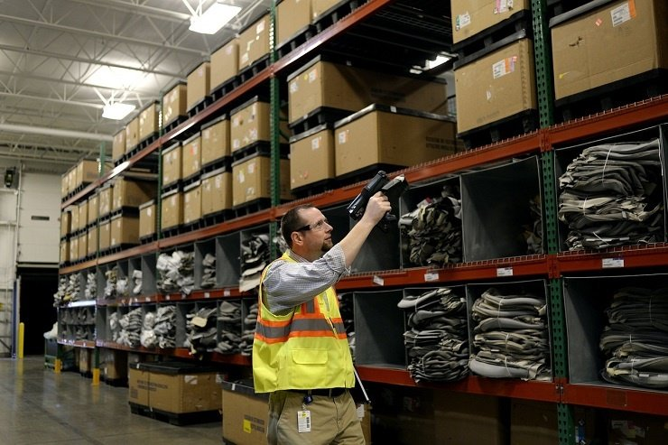 Using RFID and IoT in warehouse
