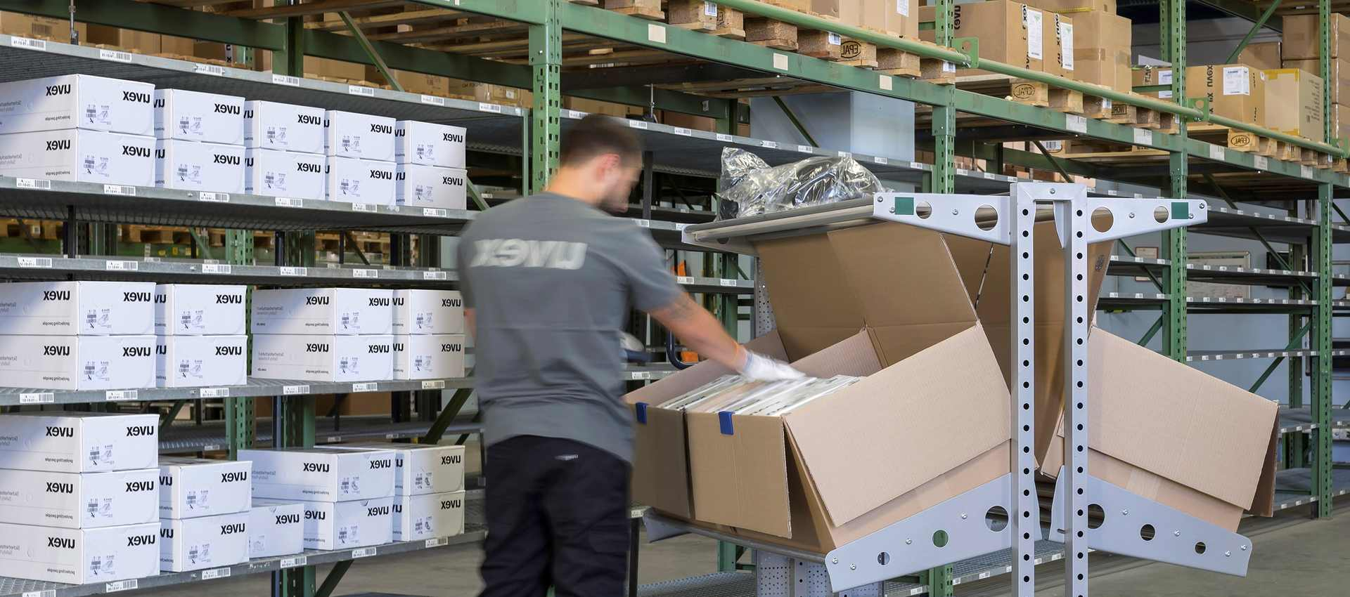 Warehouse Picking Carts: How to Pick the Right One for Your Warehouse